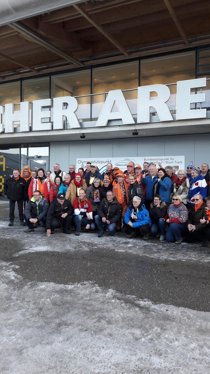 De leden van de NSSV in Inzell voor de Max Aicher Arena.