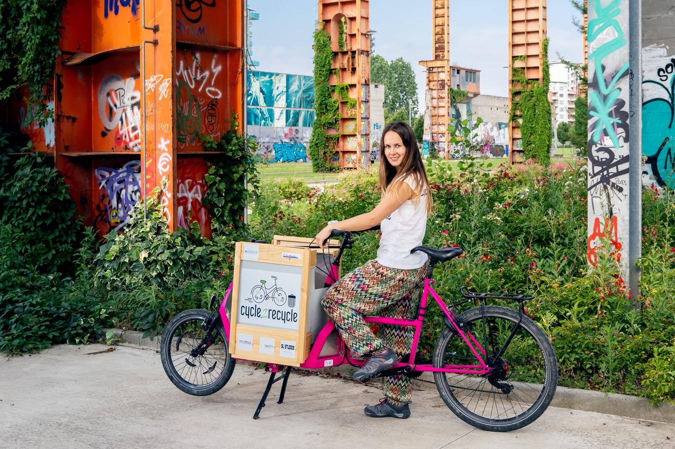 Myra Stals en haar fiets.
