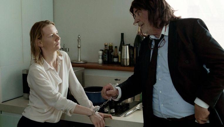 Sandra Huller en Peter Simonischek als dochter Ines en vader Winfried in Toni Erdmann Beeld ap