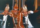 Prins Carnaval van de cv de Kuussegatters uit Veghel in 1999. Prins Frits I (Frits van Eerd) staat in het midden.