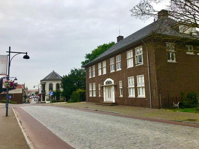 Steenweg 1 in Zaltbommel, een monumentaal pand aan de rand van de vesting.