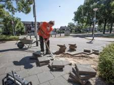 Droogte slecht voor tegelpad, gemeente Helmond reageert snel op meldingen
