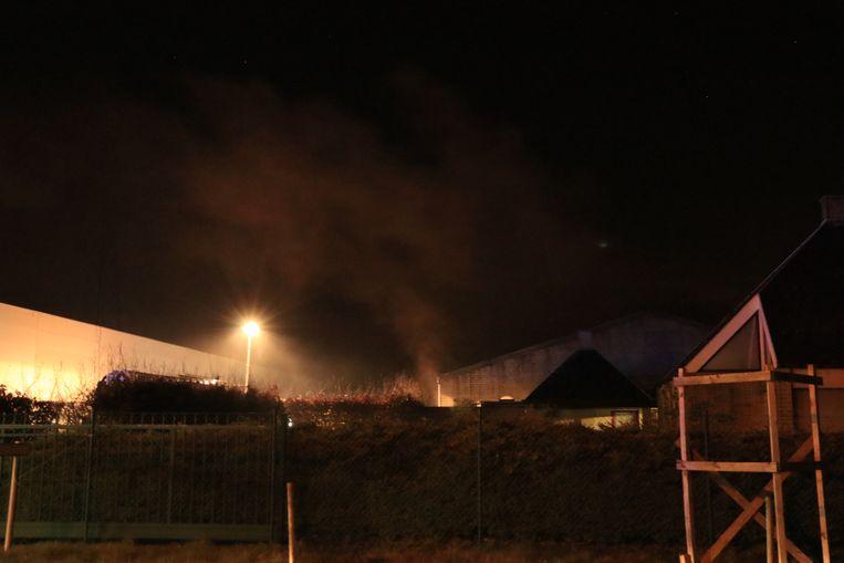 De magazijnbrand ging gepaard met een zware rookontwikkeling.