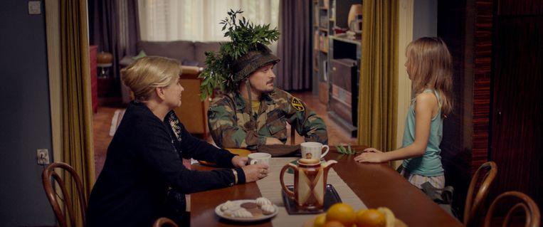 Van links naar rechts: Anneke Blok, Teun Kuilboer en Celeste Holsheimer in Toen mijn vader een struik werd. Beeld