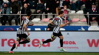 Herbeleef hoe Charleroi dankzij alweer Benavente in een potige wedstrijd de drie punten pakte op de Bosuil