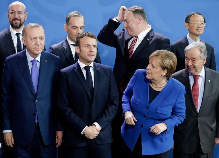 Onder meer Erdogan (links) en Merkel namen deel aan de Libië-top inBerlijn, met veel mooie woorden en weinig harde afspraken. Beeld AP
