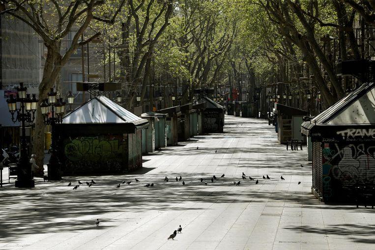 De Rambla in Barcelona ligt er verlaten bij.