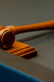 Boete en schadevergoeding voor kwetsen schoolhoofd in Elburg