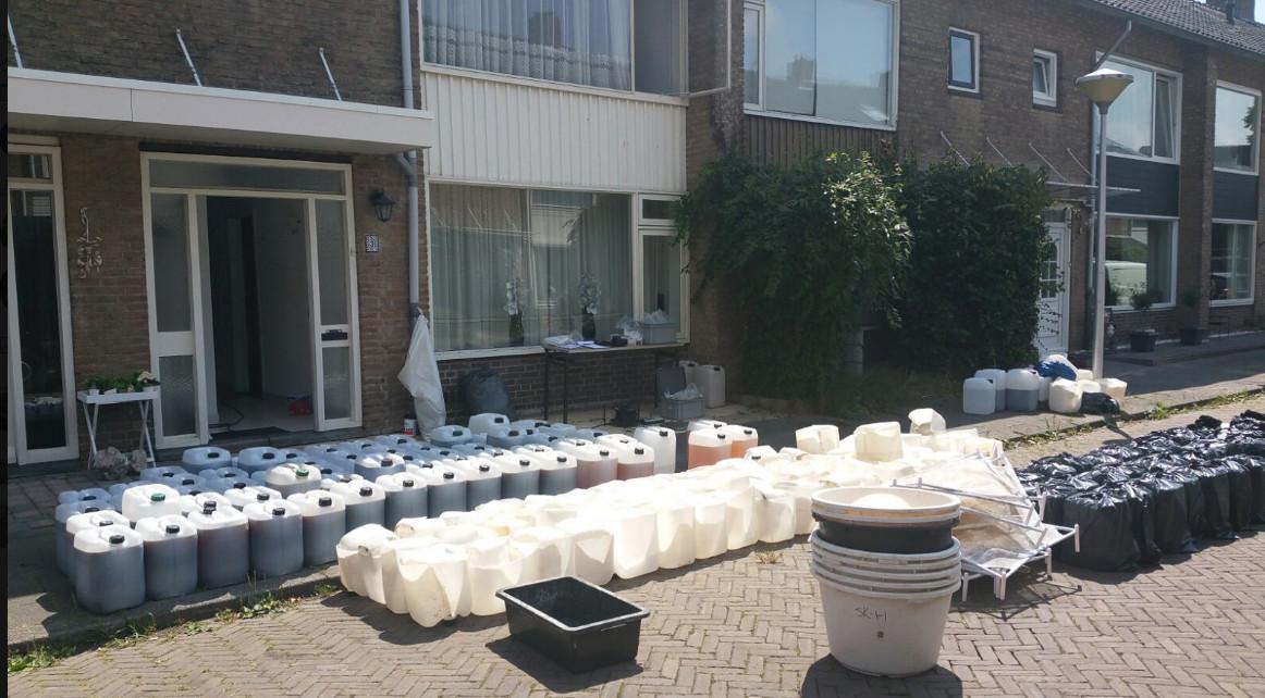 Miljoenen xtc-pillen geproduceerd in drugslab in woning in Eindhoven.