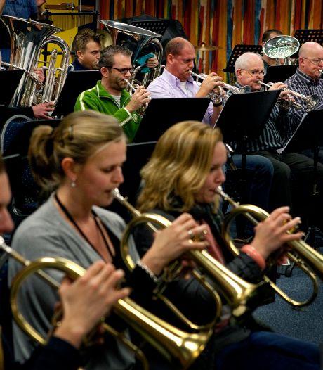 Muziekvereniging Crescendo houdt huiskamerconcert via het internet