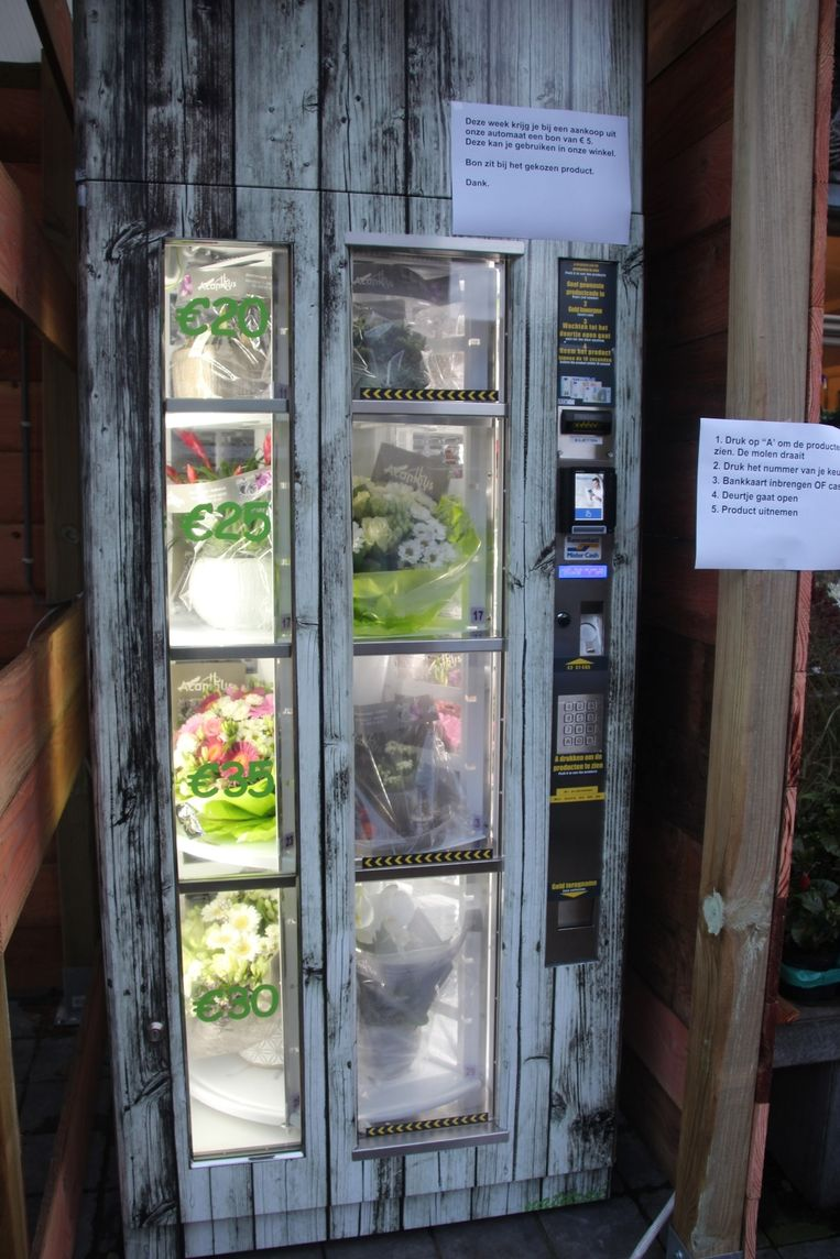 De bloemenautomaat biedt plaats aan 24 stuks (snij)bloemen, planten en decoraties.