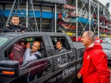 In de file bij drive-thru voor het nieuwe uitshirt van Feyenoord: 'Dit wil je meemaken'