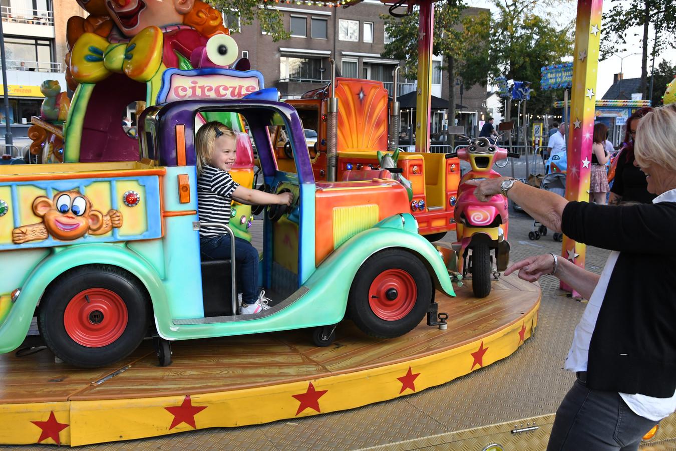 De mini-carrousel op de kinderkermis van Berlicum. Komend weekend strijkt exact dezelfde kermis neer op het Meanderplein in Sint-Michielsgestel
