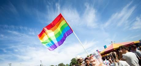 Schotse voetbalclub Partick Thistle met lhbt-regenboog op nieuwe uitshirts