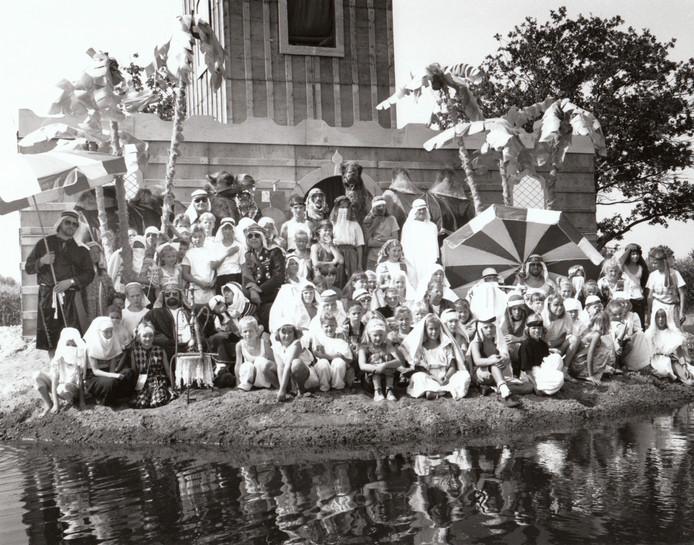 Tableau de la troupe van het kindervakantiewerk in Reusel in 1990.