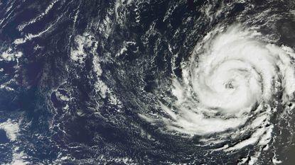 Orkaan Ophelia zet koers naar Britse eilanden: KLM schrapt vijf vluchten