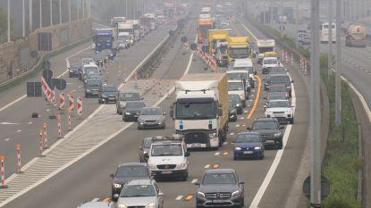 151 bestuurders betrapt op één uur: pechstrookrijders aan werken op E17 worden opgespoord via dashcambeelden
