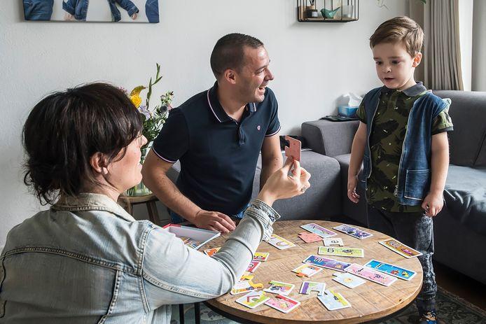 BREDA, Pix4Profs-Ron Magielse Annemarie en Diederik van Overveld zoeken een donor die bij leven een deel van zijn/haar lever aan hun zoon Siem wil afstaan.