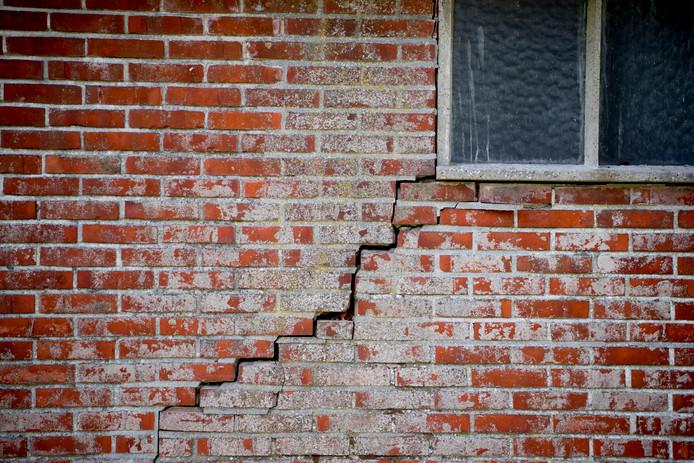 Angst voor dit soort scheuren in muren woningen Molenvliet als gevolg van gaswinning