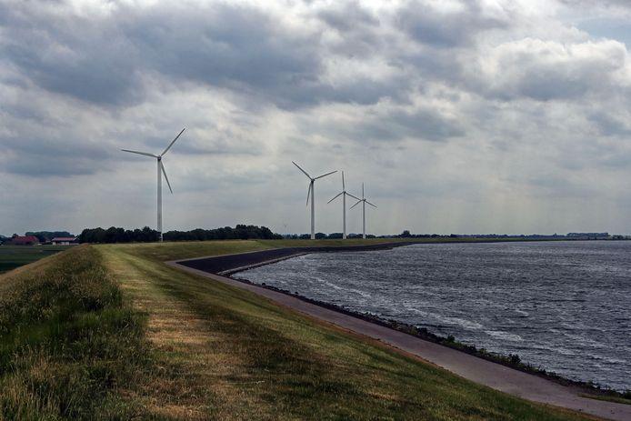 Dinteloord - 08/06/17 - Aan het einde van de Sasdijk staan 4 windmolens die vervangen dienen te worden