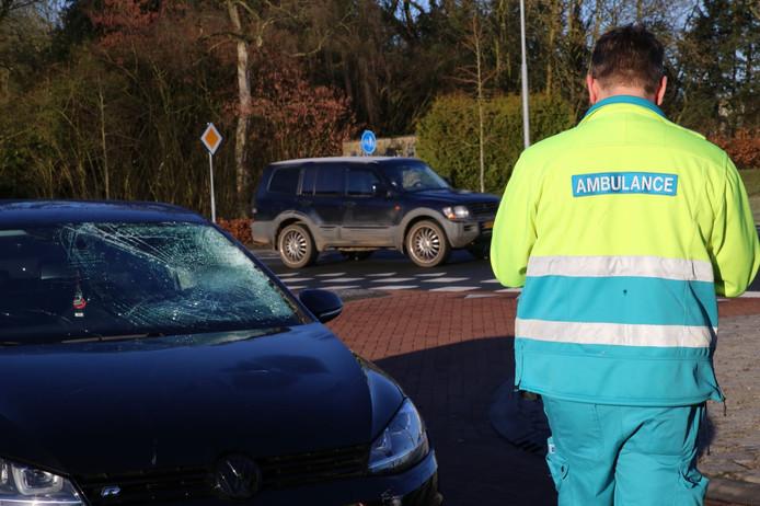 Het slachtoffer moest met een ambulance naar het ziekenhuis worden vervoerd.