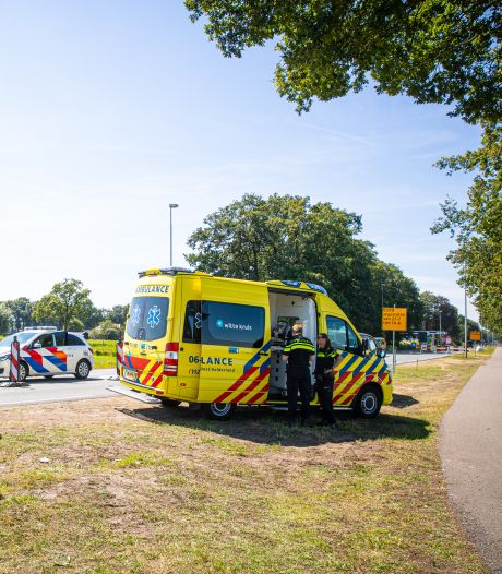 Aangereden verkeersregelaar in Wezep zit aangedaan en met kneuzingen thuis: 'Dit kan zo niet langer'