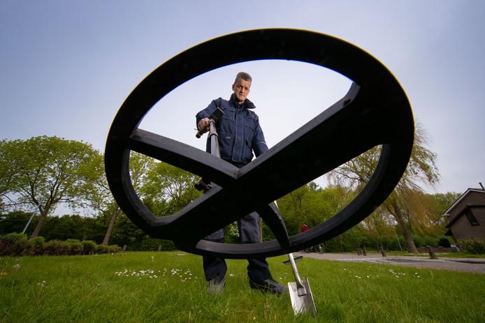 Riekelt Snoek is in het dagelijks leven brandweerman. Daarnaast gaat hij vaak met zijn metaaldetector op pad.