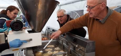 6000 oliebollen tijdens actie in Vriezenveen: 'Loopt geolied'