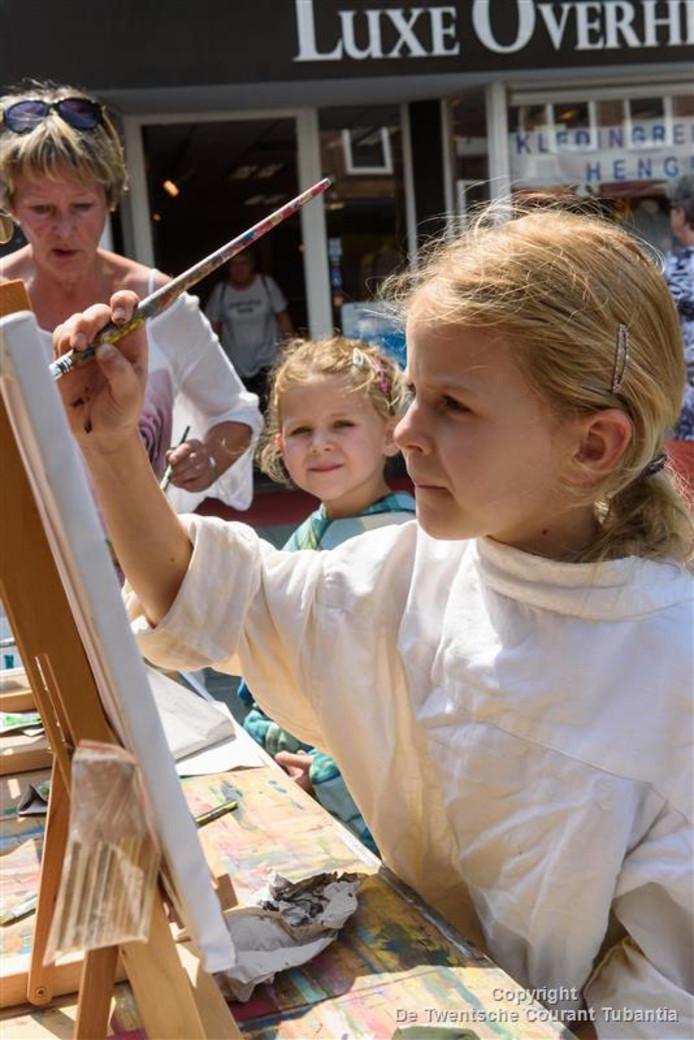 In de Molenstraat konden bezoekers kunstschilders aan het werk zien.  Kinderen mochten ook zelf schilderen.