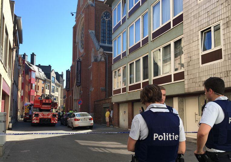 De politie sloot de Karmelietenstraat af, de brandweer doorzocht het hotel.