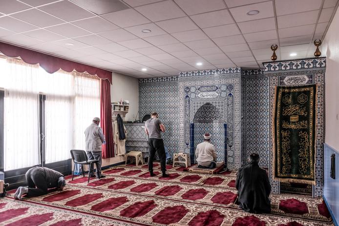 Het middaggebed in de moskee in Aalten.