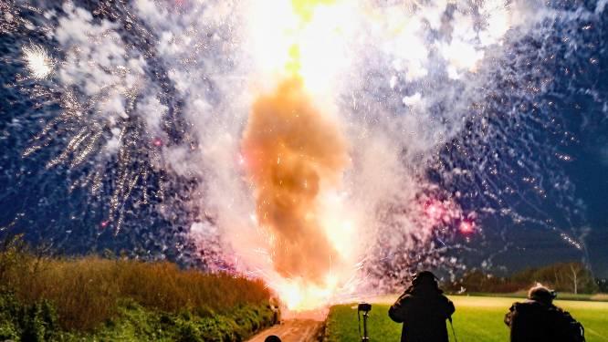 Vuurwerkverkopers schieten in één klap tientallen kilo's vuurwerk af: 'nu het nog kan'