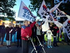 Tentenkampje bij Lopiks zorgcentrum: 'We gaan pas weg als er meer personeel komt'