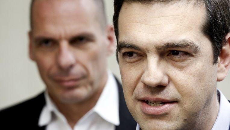 De Griekse premier Alexis Tsipras en zijn minister van financiën, Yanis Varoufakis. Beeld reuters