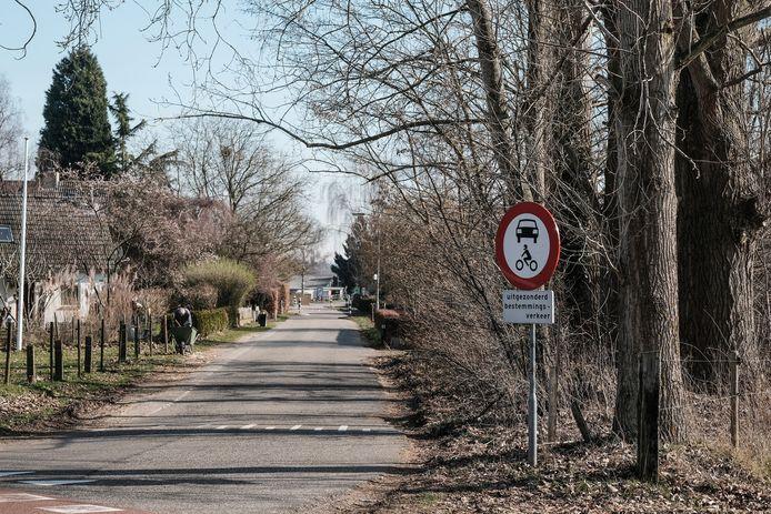 De Veldhuizenseweg aan de kant van de Beekseweg in Babberich.  Foto : Jan Ruland van den Brink