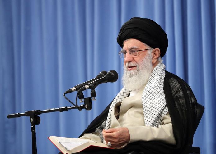 L'ayatollah Ali Khamenei, Guide suprême