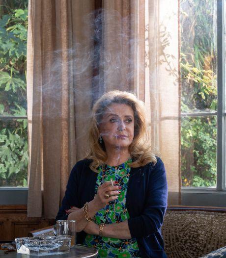 Catherine Deneuve leeft zich helemaal uit in drama La Vérité