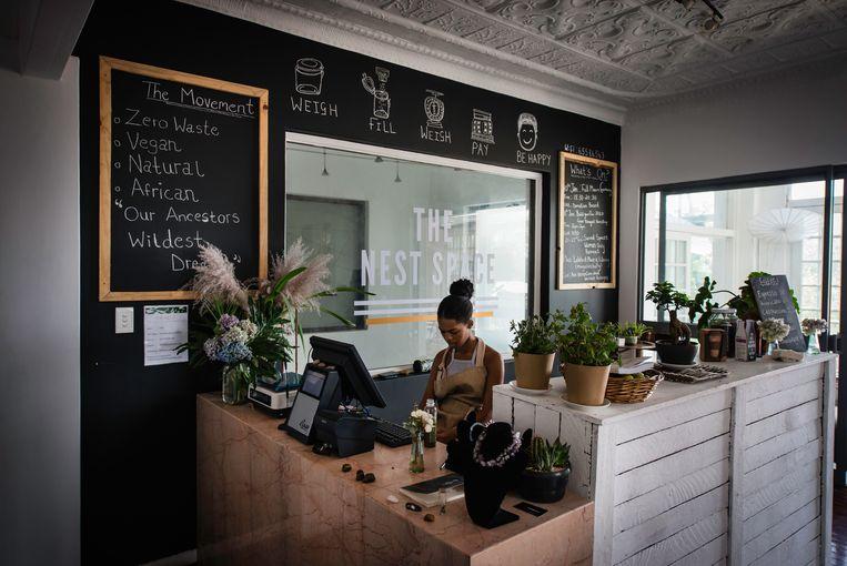 De bar van café The Nest in Johannesburg.  Beeld Bram Lammers