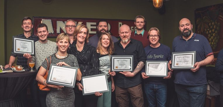 Verschillende winnaars van Belgium Beer Awards met in het midden Helena en Stéfan van Billie's Craft Beer Fest en Billie's Bier Kafetaria.