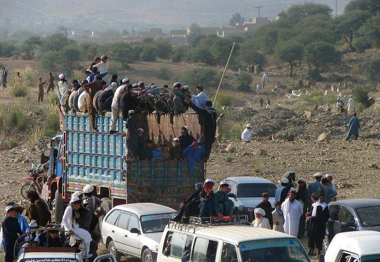 Eerder deze week was er een opstopping bij de grens met Afghanistan waar Pakistanen heenvluchten uit angst voor de op handen zijnde militaire operatie Beeld afp