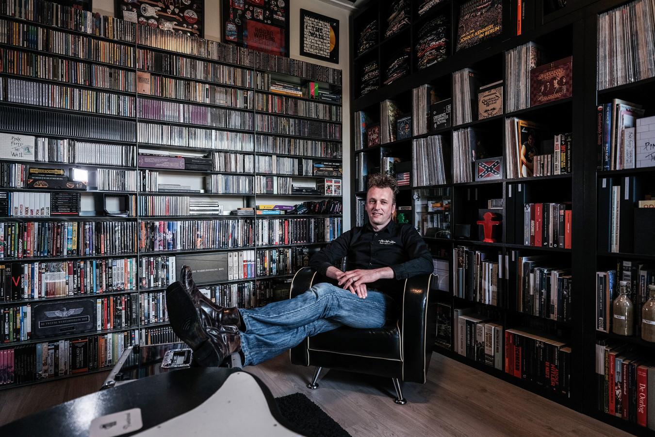 Peter Puntdroad met zijn verzameling.