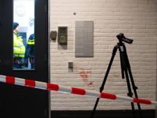 Meterslang bloedspoor: twee gewonden bij steekpartij in flat Zwolle