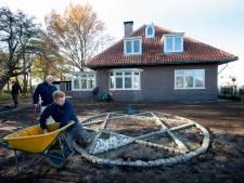 Scholieren leggen 'historische' tuin aan bij herinneringscentrum in Apeldoorn: 'Dit heeft grote impact'