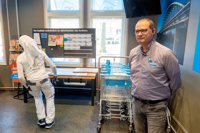 Supermarktmanager Robert Vroegop bij de Albert Heijn aan de Velperbuitensingel in Arnhem.