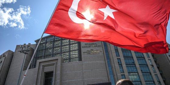 Rojda zit al drie maanden met haar baby in een Turkse cel, dinsdag staat ze voor de rechter