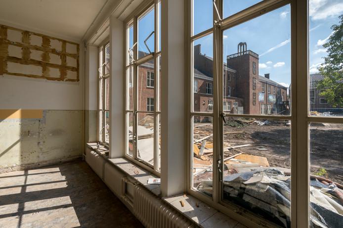 In het voormalige Dr. Mollercollege aan de Burgemeester Moonenlaan in Waalwijk komen 47 luxe appartementen.