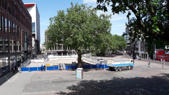 Op een deel van het Vredenburgplein wordt gewerkt aan de nieuwe inrichting.