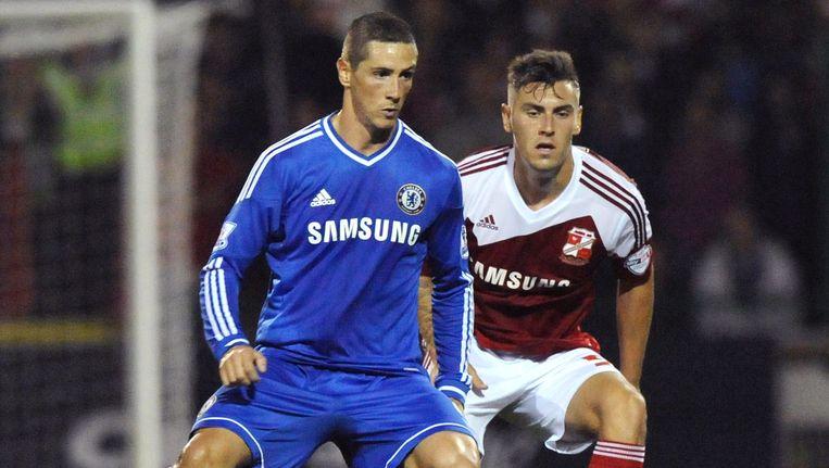 Fernando Torres (links) in actie namens zijn voormalig werkgever Chelsea FC