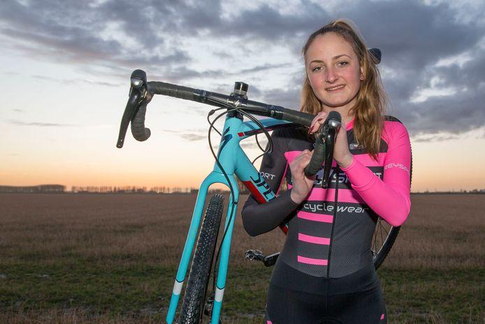 Didi de Vries, hier in beeld als veldrijdster, is sterk begonnen aan het wereldbekerseizoen 'eliminator'.