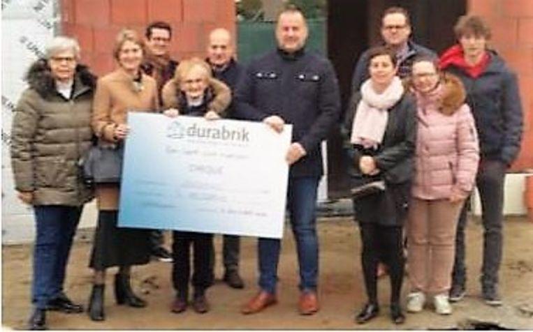 Jeannette van 't Kelderke nam de cheque in ontvangst